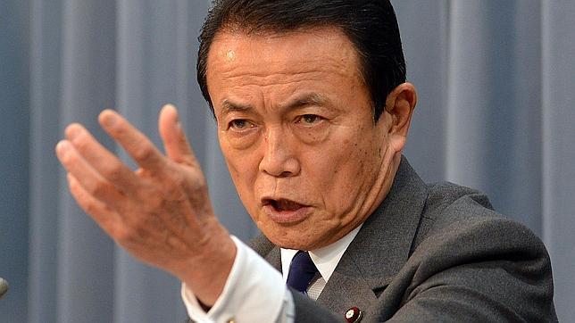 Un ministro japonés, sobre los mayores: «Debemos dejar que se den prisa y mueran»