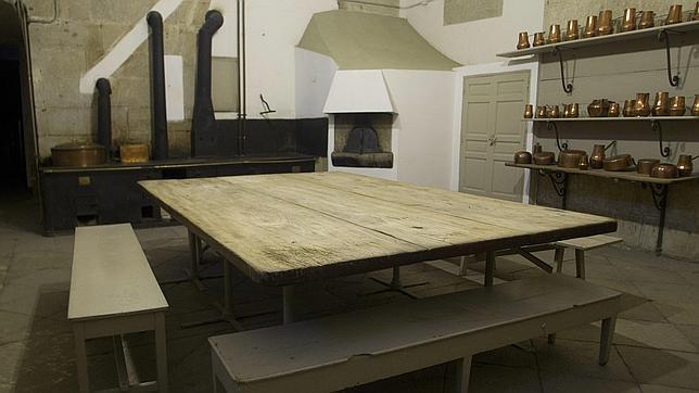 Las cocinas del palacio real abrir n sus puertas al - Cocinas de famosos ...