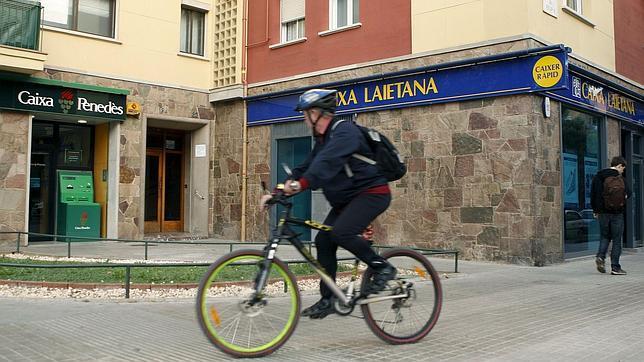 España fue el cuarto país del euro donde más se redujo el número de entidades financieras en 2012