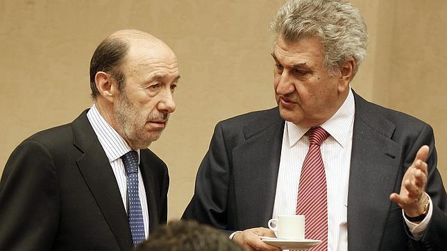 El PSOE pide al juez que investigue los 22 millones de Bárcenas y los sobresueldos