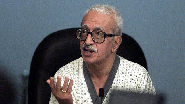 Tarek Aziz, testifica durante el juicio en mayo de 2006 en Bagdad