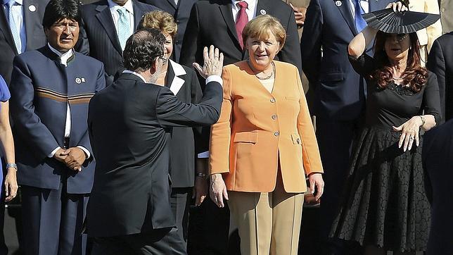 Rajoy pide a Merkel que los países fuertes de la UE apliquen políticas de estímulo