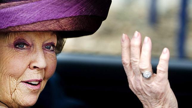 La Reina Beatriz a los holandeses tras abdicar en su hijo: «No me despido de ustedes»