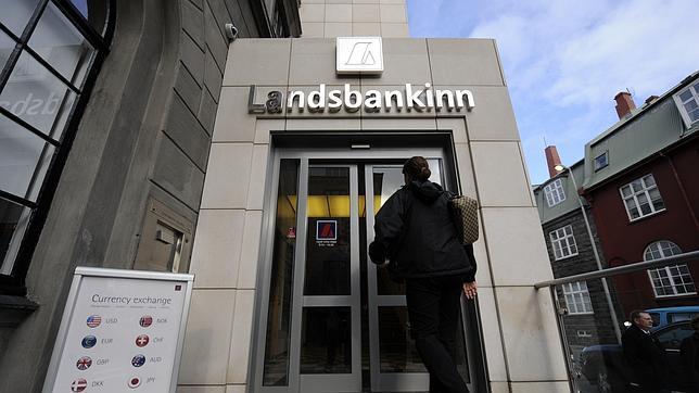 Islandia no tendrá que indemnizar a los ahorradores extranjeros de sus bancos quebrados