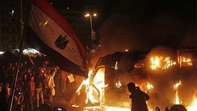 El Ejército egipcio advierte del «colapso del Estado» y afirma que el Canal de Suez es su prioridad