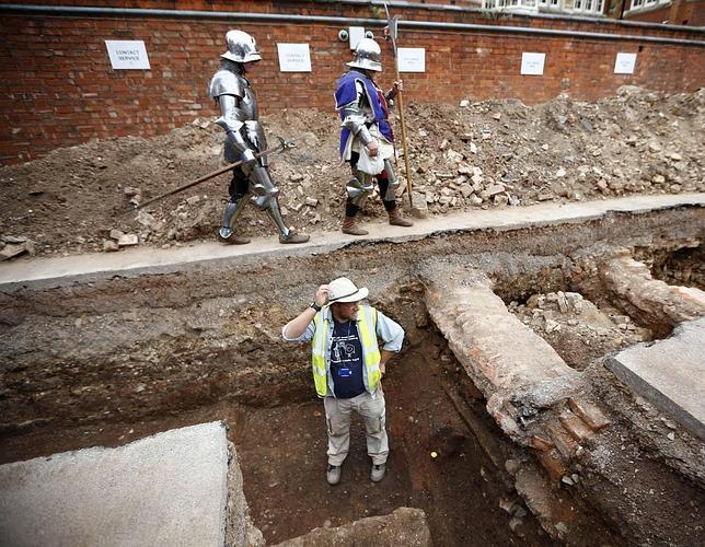 Lugar del hallazgo de los huesos: un aparcamiento en Leicester