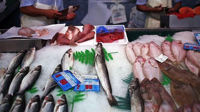 Los peces de acuicultura podrán comer harinas de pollo o cerdo desde junio