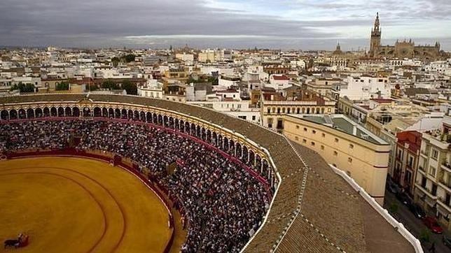Feria de Sevilla en La Maestranza bilaketarekin bat datozen irudiak