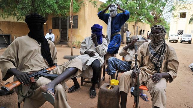 Los yihadistas matan a seis militares malíes con las minas dejadas en su huída