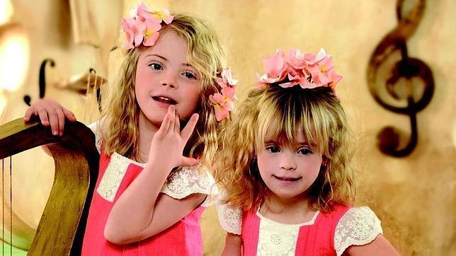 Ana y Sofía, dos niñas modelos con Síndrome de Down