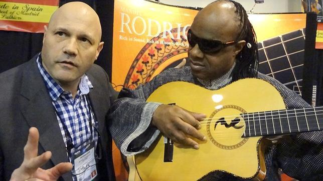 Stevie wonder quiere que un luthier espa ol fabrique for Que es un luthier