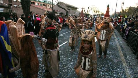 M s de 20 comparsas en el gran desfile de carnaval de esta - La casa de los disfraces sevilla montesierra ...