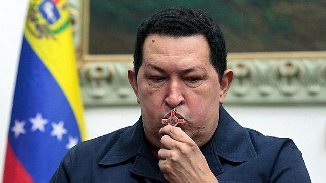 Los médicos comunican ya a la familia de Chávez que no se recuperará