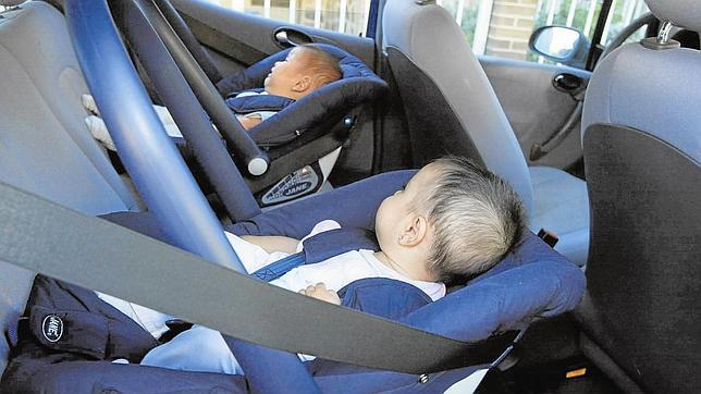 Tr fico quiere que los ni os viajen con la sillita al for Silla coche nino 7 anos