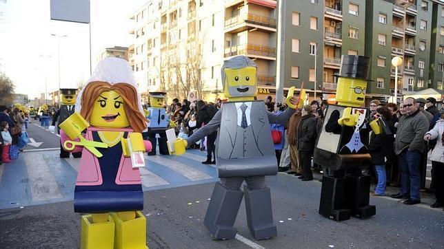 El Carnaval toledano discurre entre la diversión y la protesta