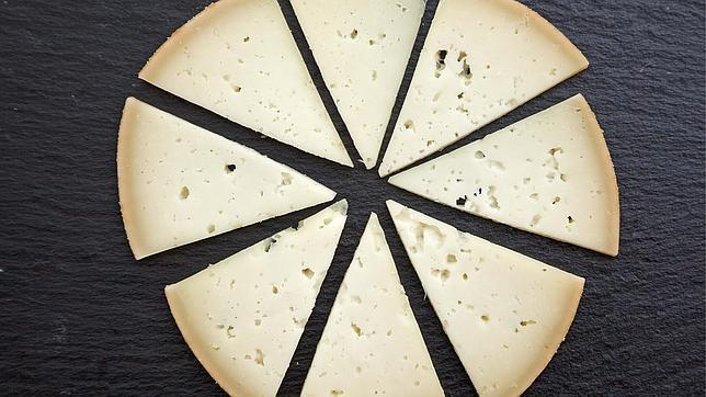 Un estudio detecta que algunos quesos superan los niveles de contaminantes recomendados por la UE