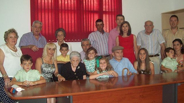 Justo y Lucía, con hijos, nietos y biznietos