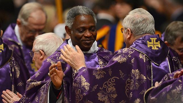 Dos africanos y un canadiense, favoritos en las apuestas para suceder a Benedicto XVI