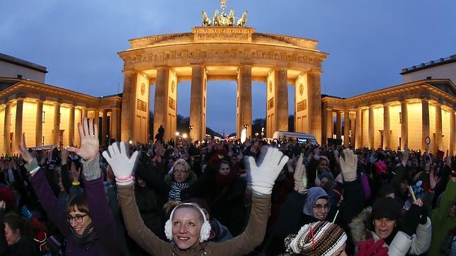«Mil millones en pie»: mujeres  de 200 países luchan contra la violencia bailando