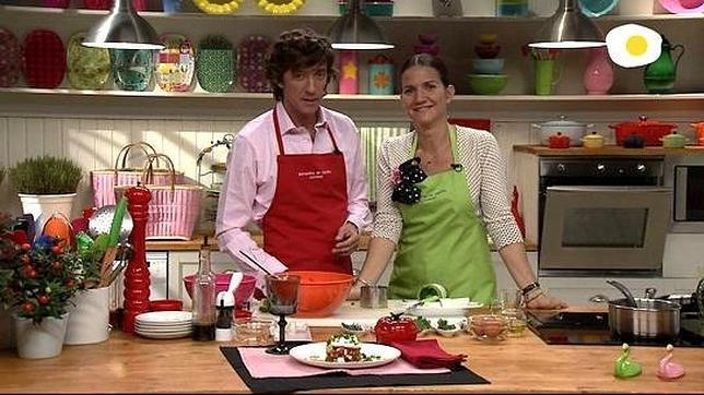 Charming Samantha Vallejo Nágera Y Su Hermano Colate Comparten Fogones En Televisión
