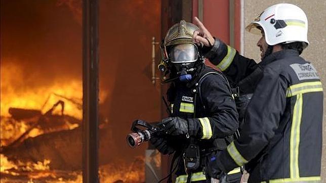 Los bomberos de Comunidad de Madrid se niegan a «colaborar en los desahucios»
