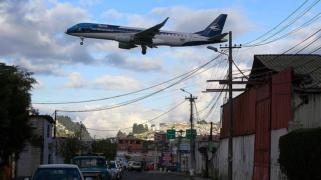 Adiós al aeropuerto de Quito entre la nostalgia y el alivio