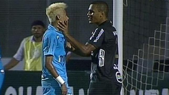 Neymar podría ser sancionado con 15 partidos por agresión