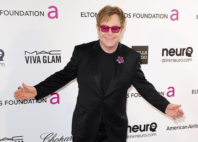 El cantante Elton John, durante la fiesta que ha ofrecido después de la gala de los Oscar 2013
