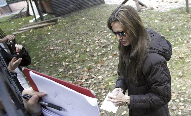 Los hermanos Coen pulirán el guión de la segunda película de Angelina Jolie