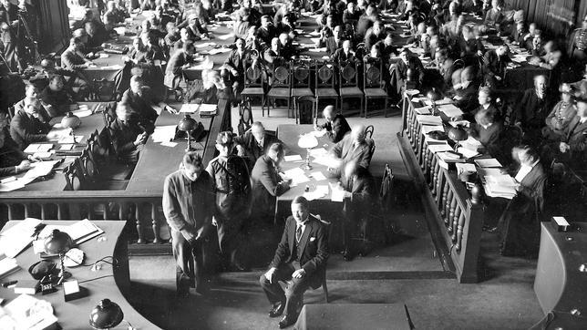 Comienzo en Leipzig de juicio contra a Marinus van-der-Lubbe acusado de provocar el incendio del Reichstag.