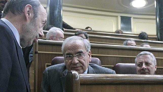 Alfonso Guerra suma seguidores a su propuesta de romper con el PSC