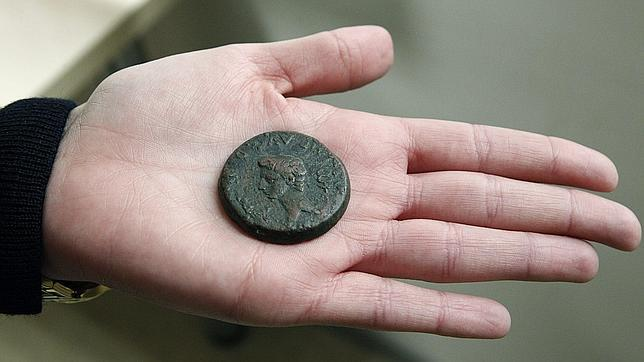 La Policía recupera una gran colección de monedas romanas robada en abril de 2012
