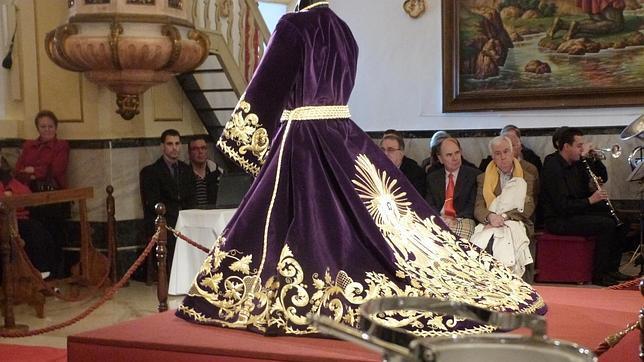 Nuestro Padre Jesús Nazareno luce nueva túnica