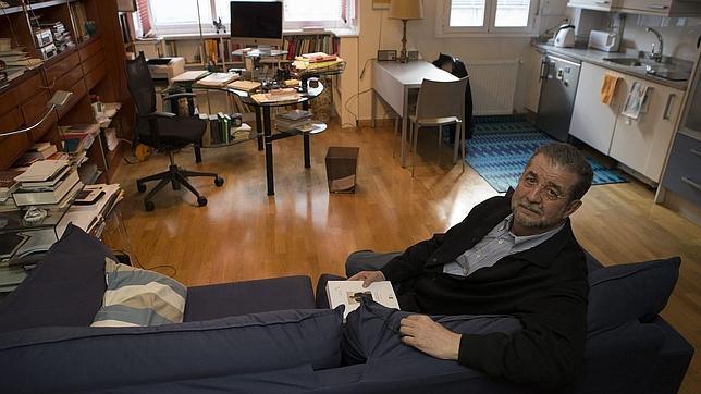 José Antonio Pascual: «El diccionario es como el agua oxigenada»