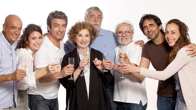 Ricardo Darín, Norma Aleandro y Valeria Bertuccelli, con el equipo de «Escenas de la vida conygal»