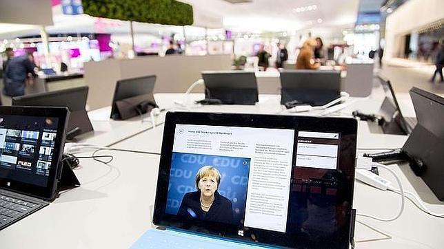 La UE multa a Microsoft con la vista puesta en Google
