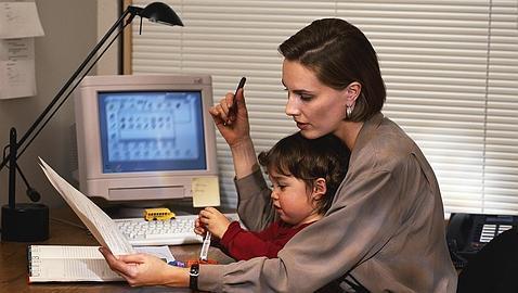 Casi 400.000 mujeres tienen jornada parcial para cuidar a sus hijos