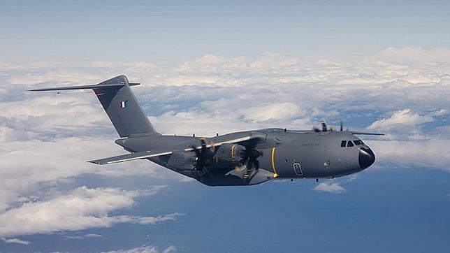 El primer avión A400M para Francia se estrena con éxito