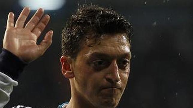 Ozil, 500 euros de multa y seis puntos perdidos por ir en dirección contraria