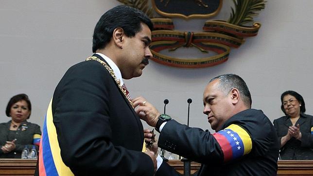 Kirchner llevó a Caracas el testamento de Chávez que nombraba a Maduro