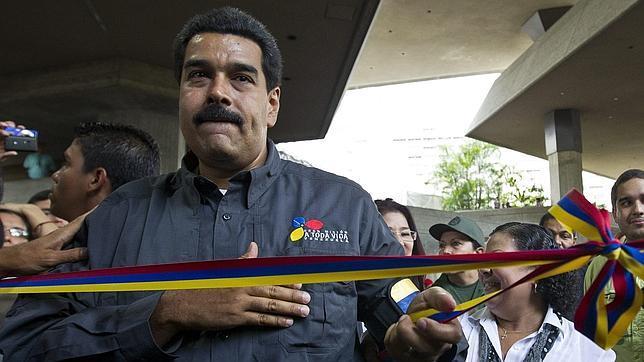 Maduro afirma que Chávez «influyó desde las alturas» en el nombramiento del Papa