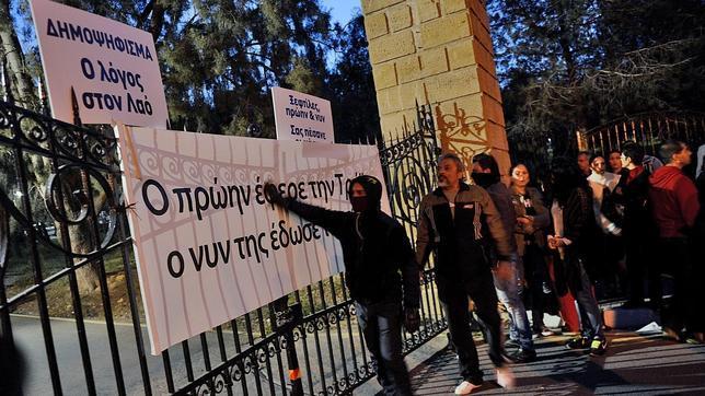 El Eurogrupo decide no gravar los depósitos chipriotas inferiores a 100.000 euros