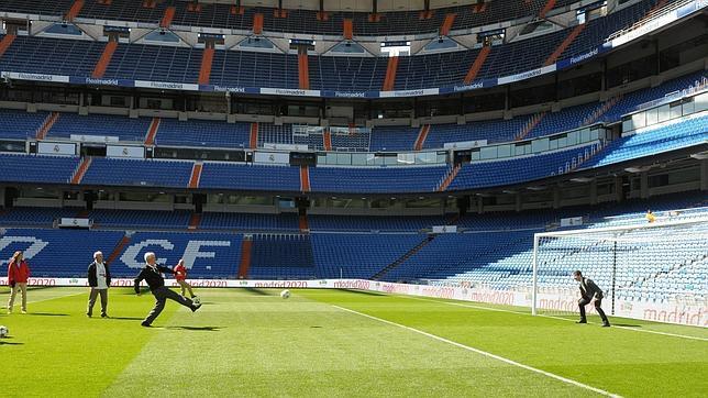 Los miembors del COI ha probado suerte ante la portería de Casillas en el Bernabéu