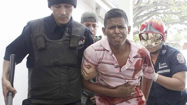 Las altas tasas de homicidios «tiñen» de rojo cientos de fuentes venezolanas