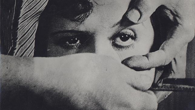 Imagen irrepetible, «Un perro andaluz», de Luis Buñuel