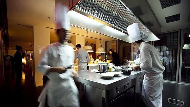Cocina del restaurante «Dos cielos», en Barcelona - ABC.es