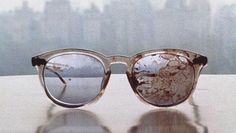 Las gafas ensangrentadas de John Lennon para reclamar el control de armas