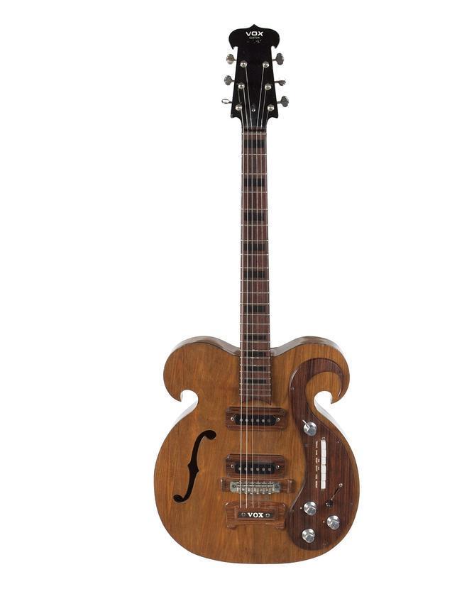 A la venta una guitarra que fue usada por John Lennon y George Harrison en 1967