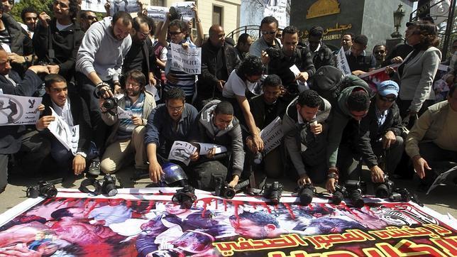 Cientos de periodistas egipcios se manifiestan contra las presiones de Hermanos Musulmanes