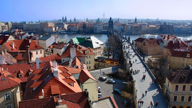 Praga, con el Puente de Carlos en primer plano